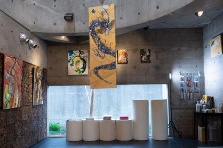 飯田知子個展『荒ぶるモノ』展示風景&ダンス公演